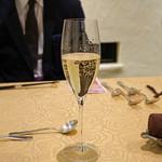 トゥ・ラ・ジョア - Louis Casters Grande Reserve Brut Chardonnay