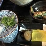あずみの庵 - 小鉢と出汁