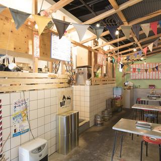 東南アジアの屋台をイメージして作られた店内