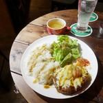 KICKS - 料理写真:ハンバーグ定食プレート600円