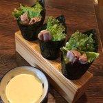 あぐーヒレ肉の低温調理の手巻き寿司(3貫)