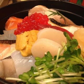 本格鮨を、リーズナブルに楽しむ。お得なランチのご用意あり〼