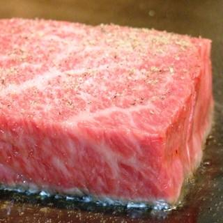 """神戸ビーフの素牛、和牛最高峰の""""但馬牛フィレステーキ""""を堪能"""