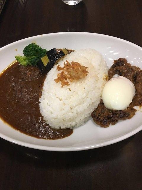 天馬屋 下北沢店 - ビーフカレー&キーマカレーのハーフ&ハーフ (1000円)
