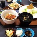うなぎダイニング 燕 - 鼓ランチコース/白菜と大根の漬け物、アサリと昆布の佃煮