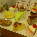 菓子の実 リュミエール - 料理写真:カット売りのケーキ