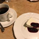 ロージナ茶房 - ロージナ茶房(アメリカン、レアチーズケーキ)