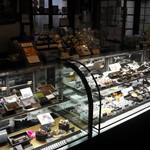 エクチュア - 1階でチョコレートを販売