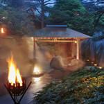 83257100 - 幻想的な篝火の湯