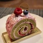 83257155 - フランボワーズとピスタチオのロールケーキ