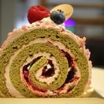 83257161 - フランボワーズとピスタチオのロールケーキ