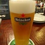府中Dining&Bar レストハウス - こちらで生ビール、といえばハイネケンエクストラゴールド。きれいに注がれて出てきます。