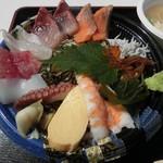 うおたけ鮮魚店やけんど 海鮮どんや - 海鮮丼(1350円)