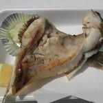 うおたけ鮮魚店やけんど 海鮮どんや - ブリかま塩焼き(400円)