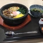 広島汁なし担担麺くにまつwith韓国石焼ビビンバ - 美味しいのにね