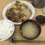 味処 つくし - 豚の生姜焼定食=850円 ※最高値のメニューがこれ