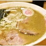 吉岡 - マイルド魚介ラーメン+味玉 780+100円 濃厚ながらもマイルドですごく食べやすいです。
