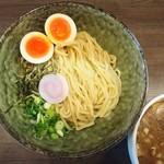 二星らーめん ららら - 太麺によく絡む、煮干しのあっさりスープ。ガッツリ食べても胃に優しい。(味玉はトッピング。)