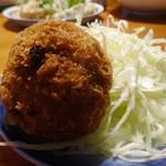 肉の旭屋 - 料理写真:黒毛和牛入りメンチカツ