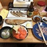 83269640 - 三食丼(いくら、かに、サーモン)、ししゃも、ほっけ半身、にしん刺身、小樽ビール