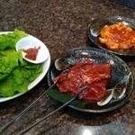 焼肉の金海 - チシャ、ハラミ、テッチャン