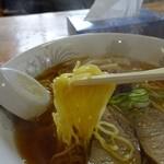 仲江戸 - 弱ちぢれの細麺です