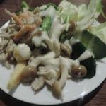 個室和食×肉バル KURA  蔵 - お替わりしたサラダ