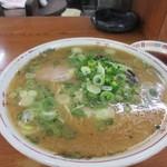 喜龍 - 料理写真:先ずは最初にラーメンの出来上がり。  小さい頃から博多の屋台で食べてた様な懐かしい味のする昔ながらの醤油トンコツスープのラーメン。