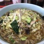 くいしん坊 - 料理写真:醤油ラーメン 大盛(平麺) ¥780+税