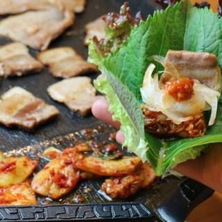 オモニ(母)が作る韓国食材を最大限に活かした本場の韓国料理