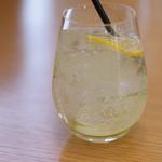 カフェ オムニバス - 自家製レモン&ライムソーダ