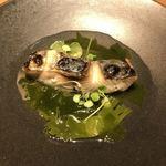 北浜 SION - 鰆の炭火焼 発酵チキンスープとわかめのソース