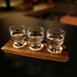 厳選した日本酒コレクションで至極の乾杯を。吟醸ハイボールも。