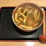 京都仕込みのかれーうどん 椿 - お揚げカレーうどん。