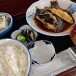 魚料理 ホノルル食堂 - カレイ煮付け定食