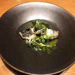 北浜 SION - 本日のお魚の炭火焼き~発酵チキンスープとわかめのソース~上から~♪