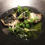 北浜 SION - 本日のお魚の炭火焼き~発酵チキンスープとわかめのソース~アップや~♡