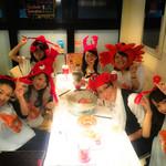 手づかみシーフード Makky's The Boiling Shrimp - 女子会風景