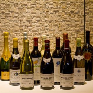 200種以上のワインより、ソムリエが厳選する極上の一杯