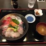 天晴水産 ぽっぽ家 - 海鮮丼(全景)