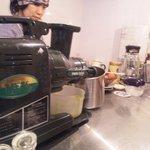 TULIPS CAFE - これがプロ用のジューサー