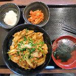 どんぶりブッチャー - ぶたみそ丼(大盛り)& おんたま & キムチ(2011年6月)