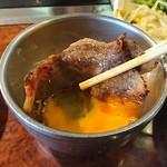 焼肉 白雲台 - 黄金カルビ定食は生玉子で食べます