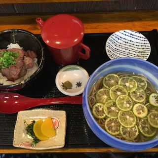 牛タンスープ茶漬けと熟成十割蕎麦の相性が抜群!