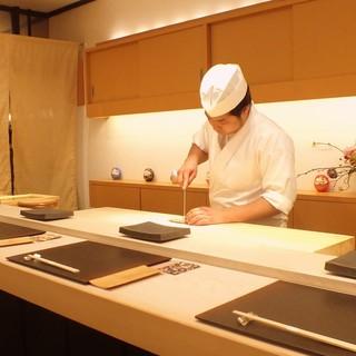 凛とした雰囲気が漂い、職人技を堪能できる寿司屋