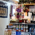 タァナムタイ - タイの雑貨が飾られてます