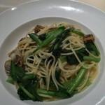 83304904 - ベビーホタテと小松菜のアーリオオリオ