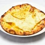 ネパールスープカレー ビハニ - ガーリックチーズナン