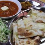 ネパールスープカレー ビハニ - チーズナンセット