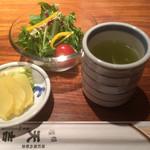 83308964 - ランチのサラダと緑茶
